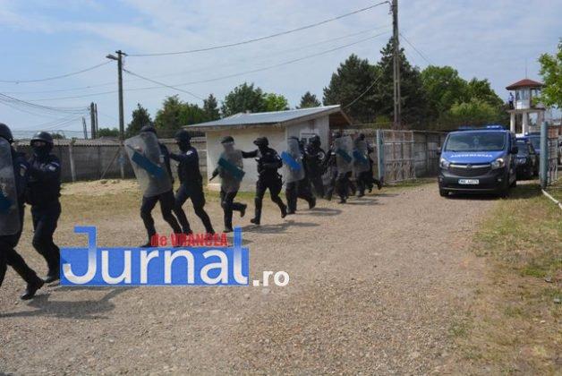 exercitiu penitenciar9 628x420 - FOTO: Revoltă la Penitenciarul Focșani! Vezi aici confruntarea dintre deținuți și jandarmi!