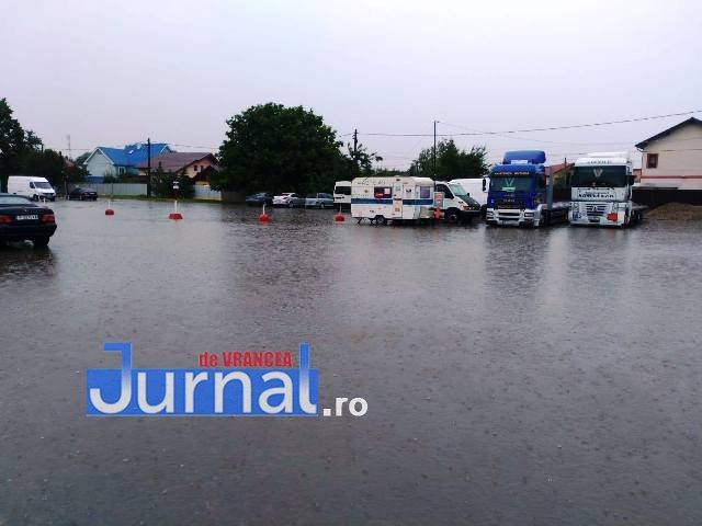 inundatii rar vrancea2 - FOTO-ULTIMĂ ORĂ: Curtea RAR Vrancea și mai multe locuințe au fost INUNDATE