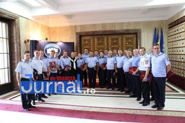 politisti vn premiati4 630x420 - FOTO: Polițiști din Vrancea, premiați pentru cum au acționat în timpul inundațiilor