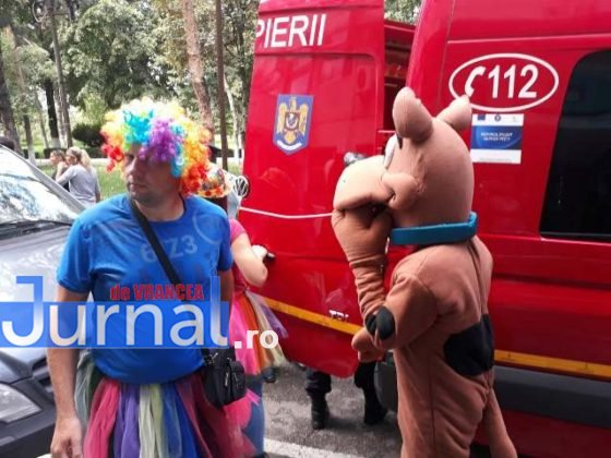 taxiul cu bomboane isu vrancea5 560x420 - FOTO: Scooby Doo, prințese și clovni, în vizită la pacienții de la pediatrie