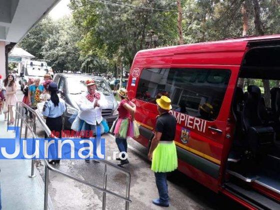 taxiul cu bomboane isu vrancea7 560x420 - FOTO: Scooby Doo, prințese și clovni, în vizită la pacienții de la pediatrie