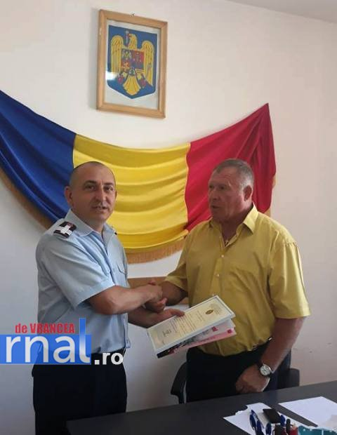 Dobos Albert Iacob Anton premiati isu vrancea1 - Voluntarii care au salvat două persoane căzute într-o fosă au primit diplome