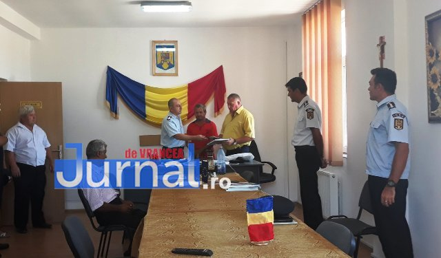 Dobos Albert Iacob Anton premiati isu vrancea3 - Voluntarii care au salvat două persoane căzute într-o fosă au primit diplome