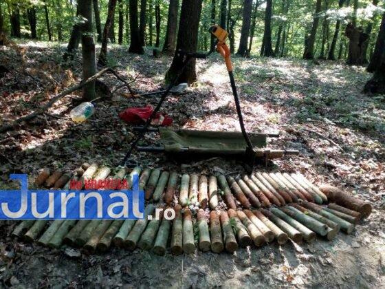 bombe vidra proiectile2 560x420 - FOTO: Depozit de muniție, descoperit la Vidra de un grup de căutători de comori