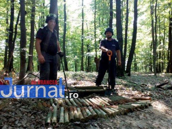 bombe vidra proiectile4 560x420 - FOTO: Depozit de muniție, descoperit la Vidra de un grup de căutători de comori