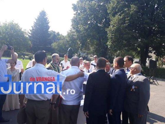manifestari vrancea eroica centenar mausoleul focsani9 560x420 - VIDEO ȘI FOTO: Eroii, comemorați la Mausoleul Focșani