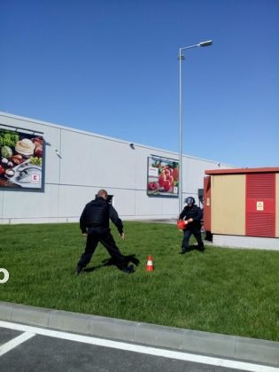 exercitiu isu vrancea kaufland4 315x420 - GALERIE FOTO: Amplu exercițiu al pompierilor la Kaufland