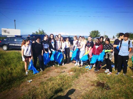 """jandarmeria vrancea let s do it romania 1 560x420 - FOTO: Jandarmii vrânceni au participat la campania de ecologizare """"Let`s Do It România"""""""