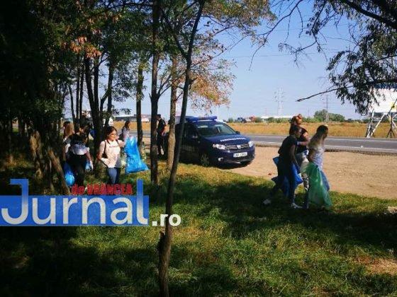 """jandarmeria vrancea let s do it romania 3 560x420 - FOTO: Jandarmii vrânceni au participat la campania de ecologizare """"Let`s Do It România"""""""