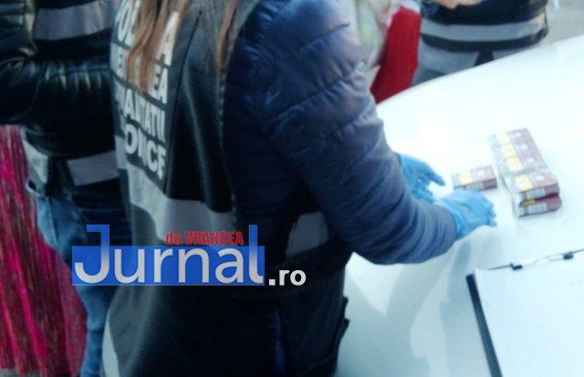 descinderi mascati piata moldovei1 - FOTO-ULTIMĂ ORĂ: Descindere a mascaților în Piața Moldovei