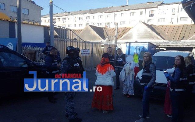 descinderi mascati piata moldovei4 - FOTO-ULTIMĂ ORĂ: Descindere a mascaților în Piața Moldovei