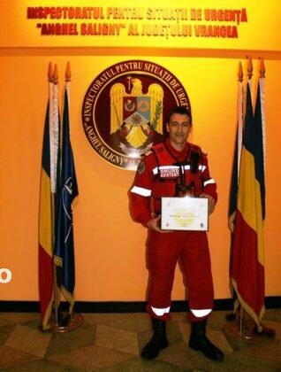 """pompierul lunii octombrie4 318x420 - FOTO: Cine este """"pompierul lunii octombrie"""""""