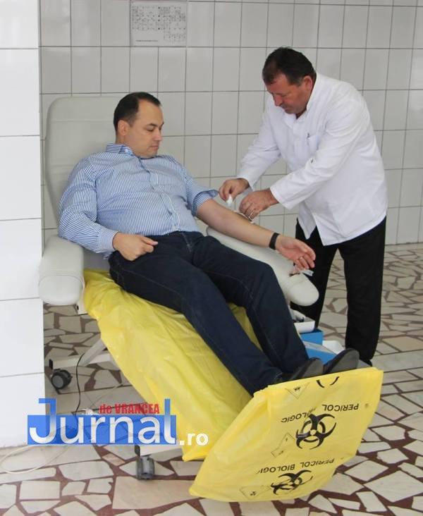 primar misaila donare de sange3 - FOTO: Primarul Misăilă, donator de sânge