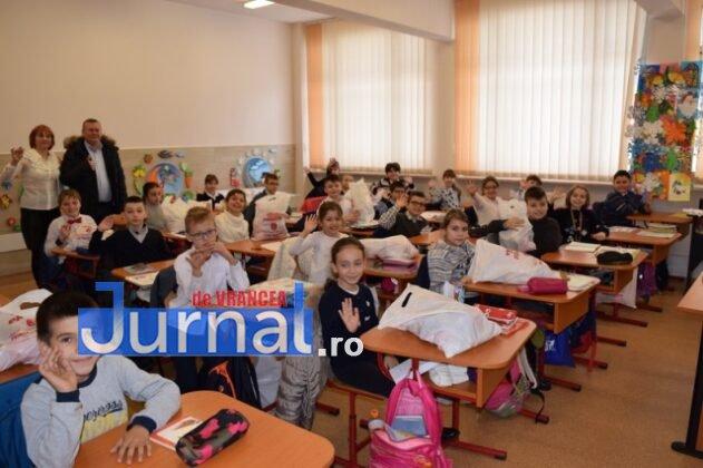 Cadouri Craciun 2018 8 631x420 - FOTO: Cadouri de Crăciun pentru copiii din școlile și grădinițele Păncene