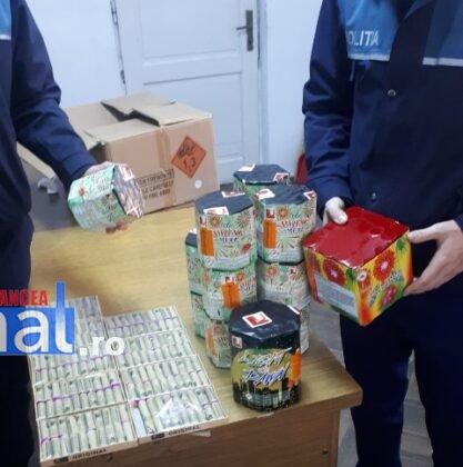 perchezitii articole pirotehnice pocnitori1 417x420 - FOTO: Percheziții la un tânăr care vindea ilegal artificii și pocnitori