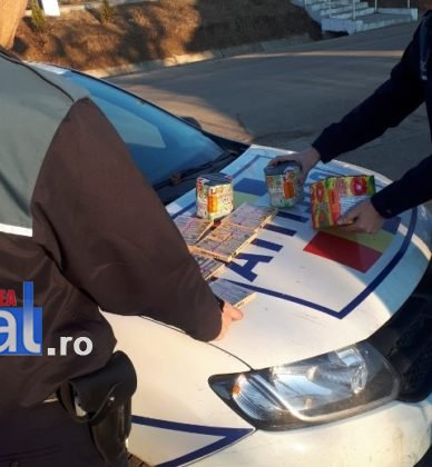 perchezitii articole pirotehnice pocnitori2 388x420 - FOTO: Percheziții la un tânăr care vindea ilegal artificii și pocnitori
