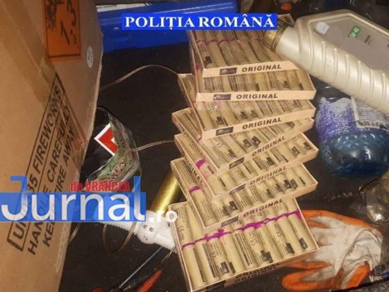 perchezitii articole pirotehnice pocnitori4 560x420 - FOTO: Percheziții la un tânăr care vindea ilegal artificii și pocnitori