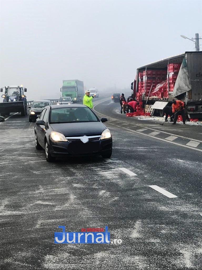 tir dumbraveni 2 - FOTO UPDATE-ULTIMĂ ORĂ: Un tir a derapat la Dumbrăveni