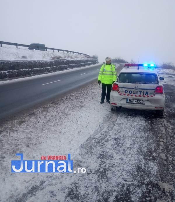 ninsoare politie2 - FOTO: Ce trebuie să facă șoferii pe timp de iarnă, mai ales când e cod galben