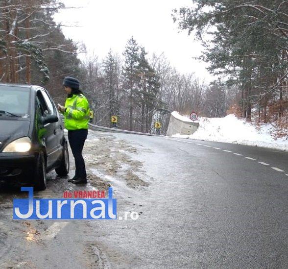 ninsoare politie3 - FOTO: Ce trebuie să facă șoferii pe timp de iarnă, mai ales când e cod galben