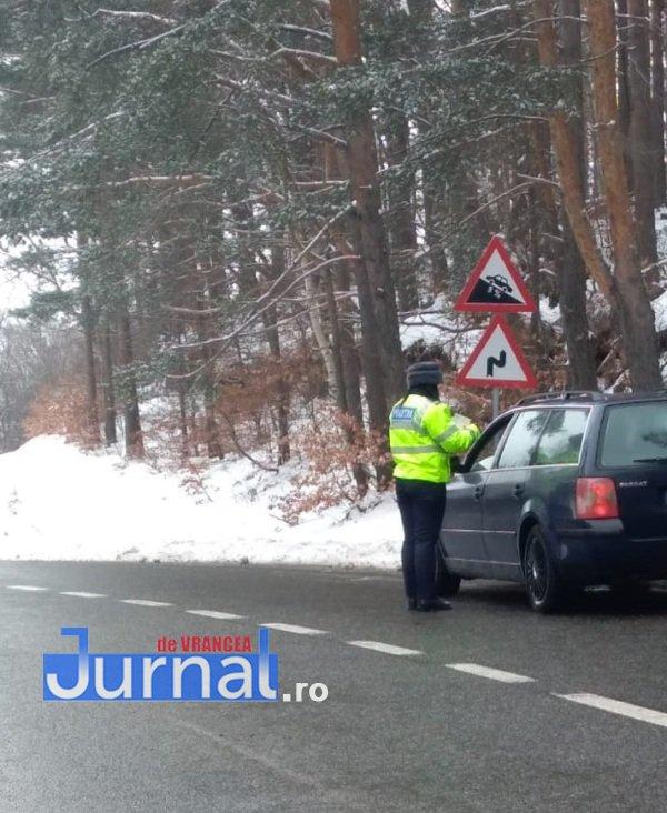 ninsoare politie4 - FOTO: Ce trebuie să facă șoferii pe timp de iarnă, mai ales când e cod galben