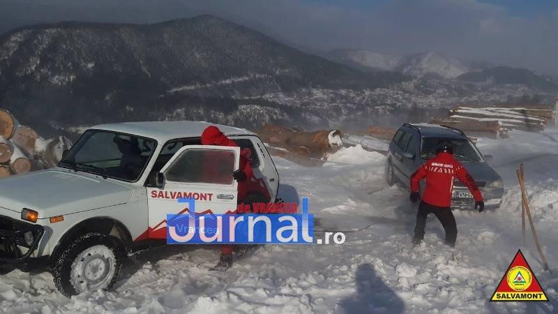 salvamont vrancea masina2 - ULTIMĂ ORĂ: Salvamontiștii intervin pentru salvarea a 4 persoane, la Păulești