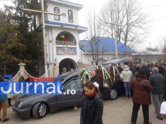 """inmormantare constantin chirita telu 2 560x420 - FOTO: Jale și lacrimi la Slobozia Ciorăști. """"Nea Telu"""" a fost condus pe ultimul drum"""