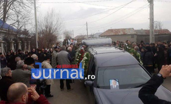 """inmormantare constantin chirita telu 3 687x420 - FOTO: Jale și lacrimi la Slobozia Ciorăști. """"Nea Telu"""" a fost condus pe ultimul drum"""