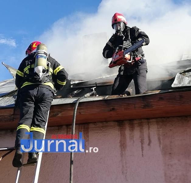 """Cosmin Subici pompierul lunii februarie4 - FOTO: Incendiul de la școala din Ivăncești, de luna trecută, i-a adus titlul de """"pompierul lunii februarie"""""""