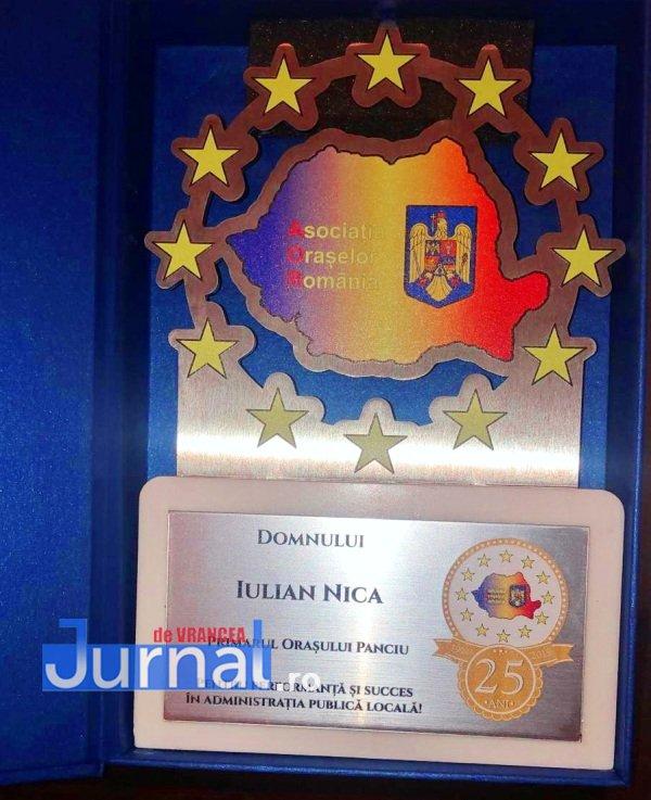 Panciu AOR1 - FOTO: Primarul Iulian Nica, premiat pentru performanță și succes în administrația locală