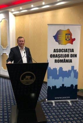 Panciu AOR3 284x420 - FOTO: Primarul Iulian Nica, premiat pentru performanță și succes în administrația locală