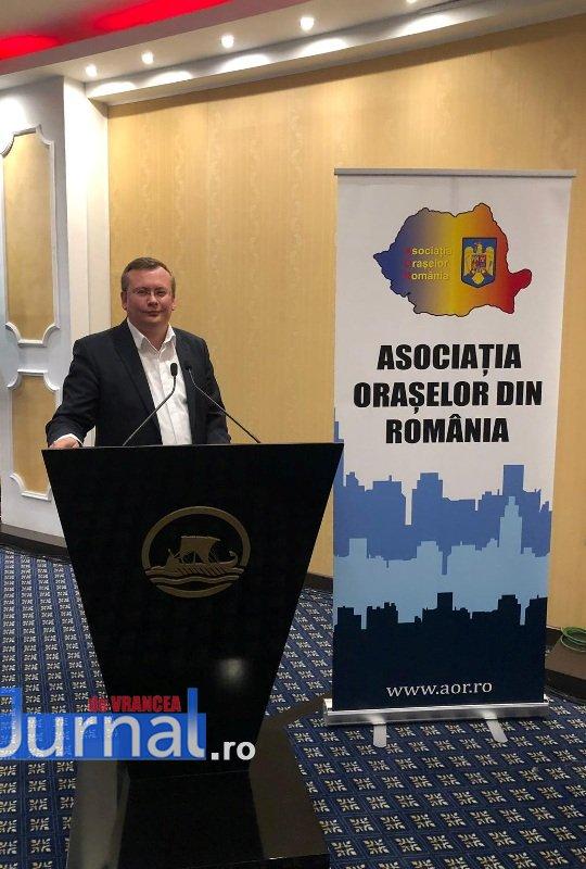 Panciu AOR3 - FOTO: Primarul Iulian Nica, premiat pentru performanță și succes în administrația locală