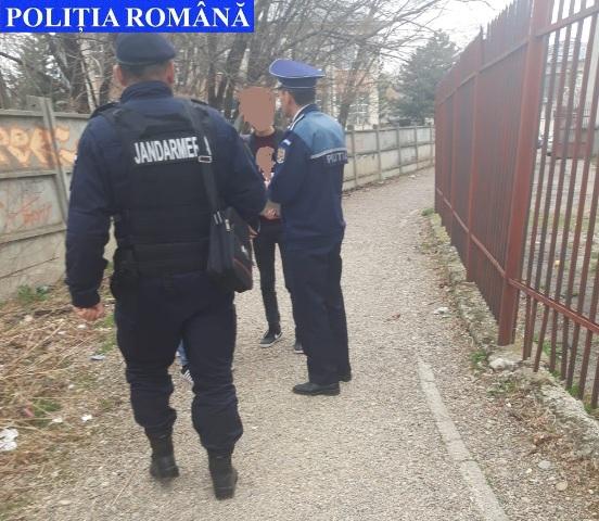 actiune politie baruri elevi1 - FOTO: Zeci de elevi au fost găsiţi de poliţişti în baruri, în timpul în care ar fi trebuit să fie la şcoală
