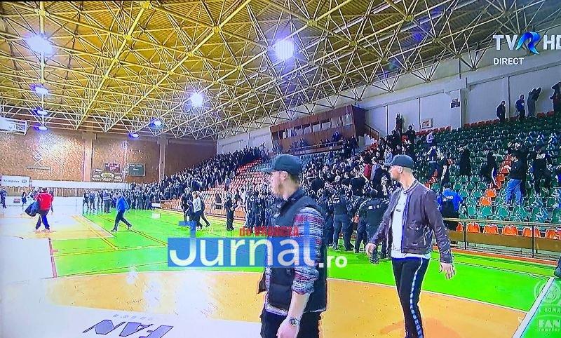 incidente sala polivalenta 3 - ULTIMĂ ORĂ: Sala Polivalentă din Focșani EVACUATĂ! Incidente GRAVE înaintea meciului între Steaua și Dinamo