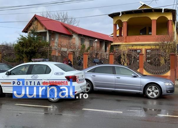perchezitii focsani1 - FOTO-ULTIMĂ ORĂ: Intervenție cu mascați și jandarmi pe strada Unirea Principatelor, la traficanți de droguri