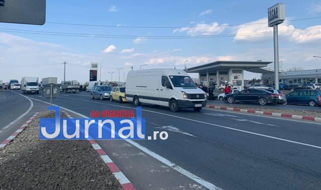 protest autoastrada moldova sieu1 - FOTO-VIDEO: Blocaj pe DN2, pentru 15 minute! Șoferii au tras pe dreapta pentru că vor autostrăzi