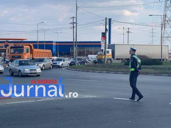 protest autoastrada moldova sieu3 560x420 - FOTO-VIDEO: Blocaj pe DN2, pentru 15 minute! Șoferii au tras pe dreapta pentru că vor autostrăzi
