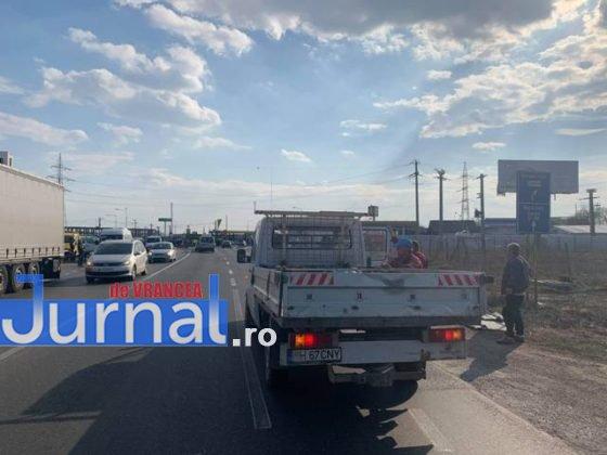 protest autoastrada moldova sieu5 560x420 - FOTO-VIDEO: Blocaj pe DN2, pentru 15 minute! Șoferii au tras pe dreapta pentru că vor autostrăzi