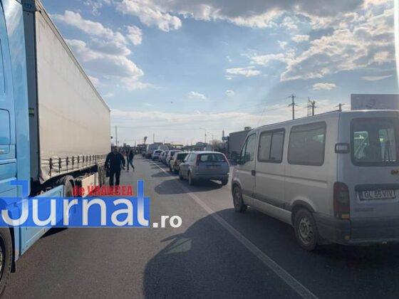 protest autoastrada moldova sieu6 560x420 - FOTO-VIDEO: Blocaj pe DN2, pentru 15 minute! Șoferii au tras pe dreapta pentru că vor autostrăzi
