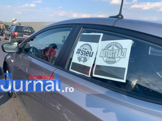 protest autoastrada moldova sieu7 560x420 - FOTO-VIDEO: Blocaj pe DN2, pentru 15 minute! Șoferii au tras pe dreapta pentru că vor autostrăzi