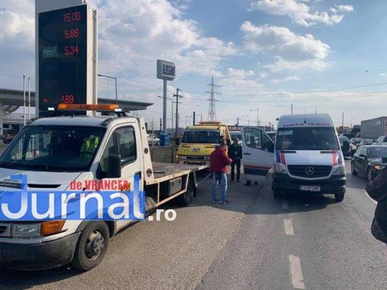 protest autoastrada moldova sieu8 560x420 - FOTO-VIDEO: Blocaj pe DN2, pentru 15 minute! Șoferii au tras pe dreapta pentru că vor autostrăzi