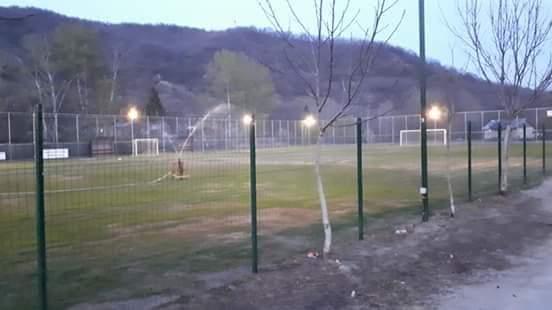 1 articol Gura Calitei teren fotbal - La Gura Caliței, Primăria a construit un teren de fotbal și vrea să înființeze și o echipă până la toamnă