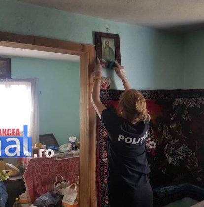Tataie Ion si Mamaie Tudora politia romana6 414x420 - FOTO: Gestul deosebit făcut de polițiști pentru doi nonagenari din Vrancea, care trăiesc izolați de restul lumii