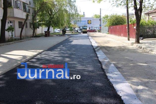 asfaltare srtada gh magheru focsani1 630x420 - FOTO: La muncă, deși bugetarii au liber! S-a turnat primul strat de asfalt pe strada Gheorghe Magheru