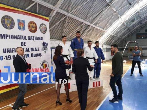 campionatul national unifight mai politisti3 560x420 - FOTO-VIDEO: Medalii de aur pentru polițiștii din Vrancea la Campionatul Național de UNIFIGHT al MAI