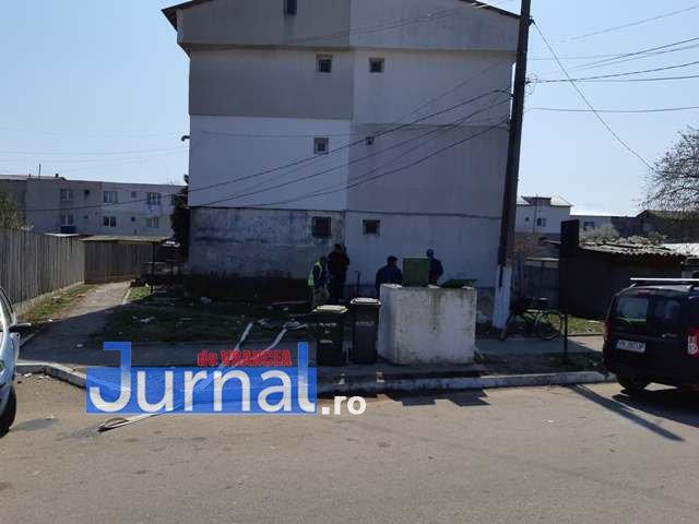 cismea bloc marasesti1 - FOTO: Un bloc din Mărășești a rămas fără apă! În loc de apă la robinete, oamenii au...cișmea