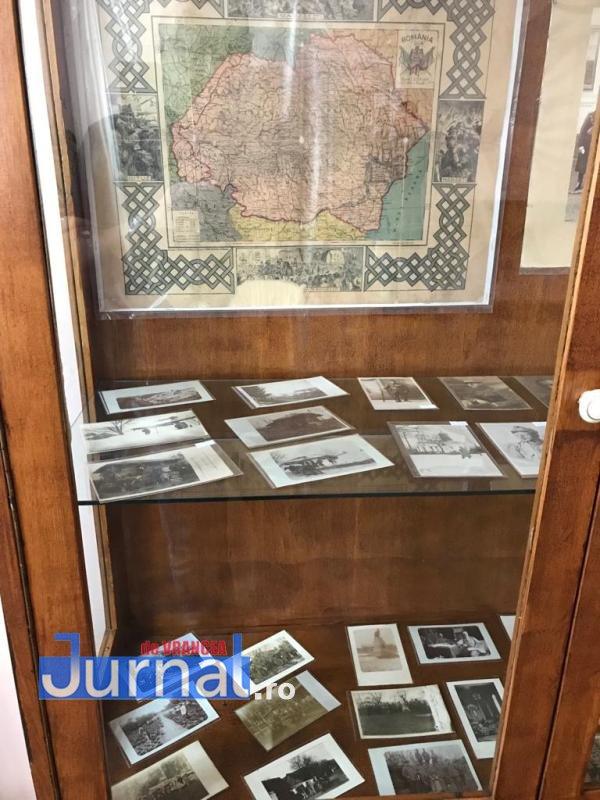 crampeie din istorie1 - FOST: Un polițist care colecționează crâmpeie de istorie își expune colecția la Casa Armatei