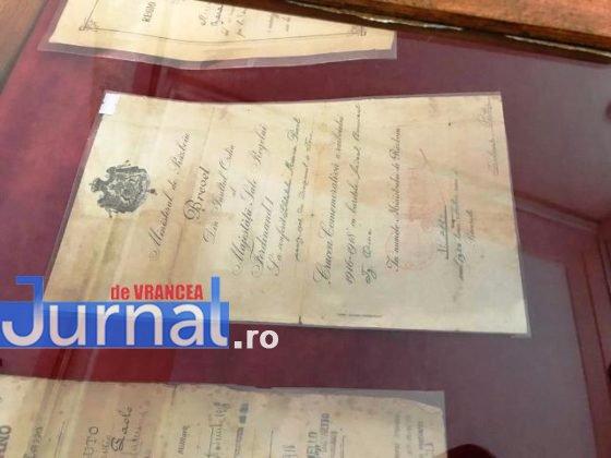 crampeie din istorie6 560x420 - FOST: Un polițist care colecționează crâmpeie de istorie își expune colecția la Casa Armatei