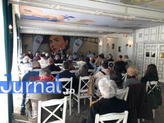 dacian ciolos focsani4 560x420 - FOTO-VIDEO: Dacian Cioloș, la Focșani. USR-PLUS, față în față cu alegătorii