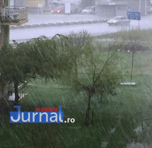 ploi1 - VIDEO-FOTO-ULTIMĂ ORĂ: Ploaie cu piatră la Focșani, în cartierul Sud! Ploi însemnate în toată țara până luni